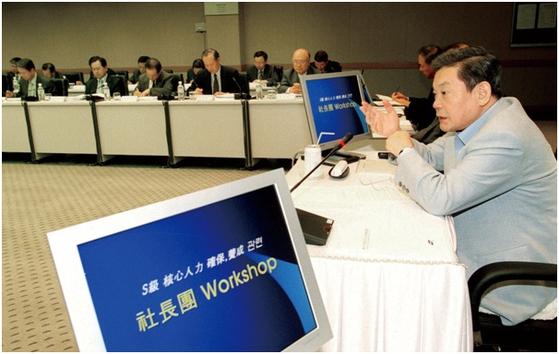 2002년 삼성 사장단 워크숍에 참석한 이건희 회장. 삼성 제공