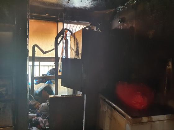 지난달 14일 오전 11시16분쯤 인천시 미추홀구의 한 빌라 건물 2층 빌라에서 불이 나 초등생 형제가 중상을 입었다. [미추홀소방서]