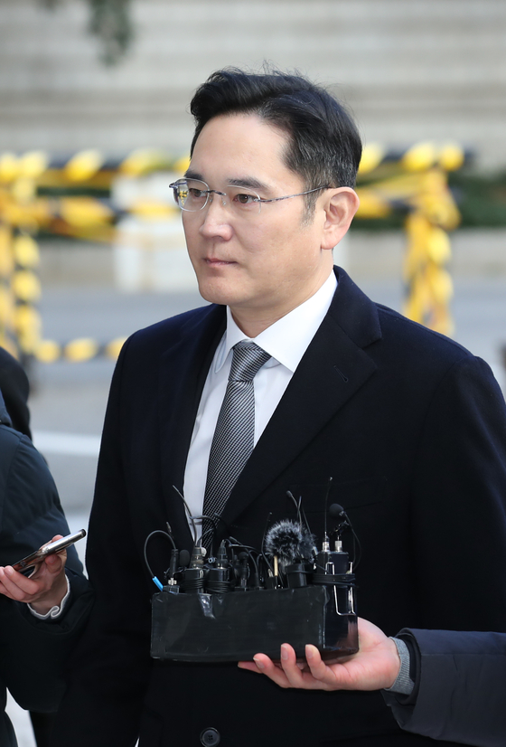 지난해 국정농단 파기환송심 재판에 참석하던 이재용 삼성전자 부회장의 모습. [연합뉴스]