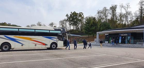 문산자유시장과 연계한 비무장지대(DMZ) 무료 관광 버스. [파주시]