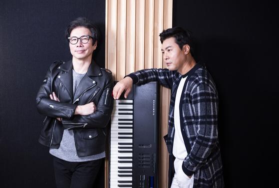 015B 장호일(왼쪽)과 이장우가 20일 서울 논현동 녹음스튜디오에서 포즈를 취하고 있다. 권혁재 기자