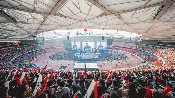 지난 2017년 11월 중국 베이징 국립 경기장에서 열린 '2017 롤드컵' 결승전 모습. 최근 중국 e스포츠가 급성장하고 있다. 라이엇게임즈 제공