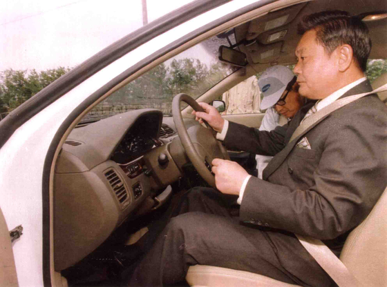 1997년 5월 12일 삼성자동차 부산공장을 방문해 시험차량 시승한 이건희 삼성그룹 회장. 연합뉴스
