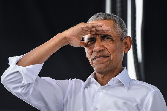 지난 24일(현지시간) 미국 플로리다주 마이애미에서 조 바이든 민주당 대선 후보 지원유세에 나선 버락 오바마 전 미국 대통령. AFP=연합뉴스
