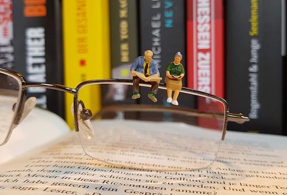 5년 전 은퇴 후 연금과 은행이자로 생활하는 70대 최 씨. 더 나이가 들기 전에 부부가 함께 좀 더 활동적이고 여유있게 생활하기 위해 월 500만원 이상의 현금 흐름을 만들고 싶다. [사진 pixabay]