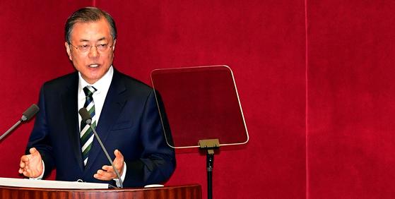 문재인 대통령이2019년 10월 22일 오전 국회 본회의장에서 2020년도 예산안 시정연설을 하고 있다. 변선구 기자