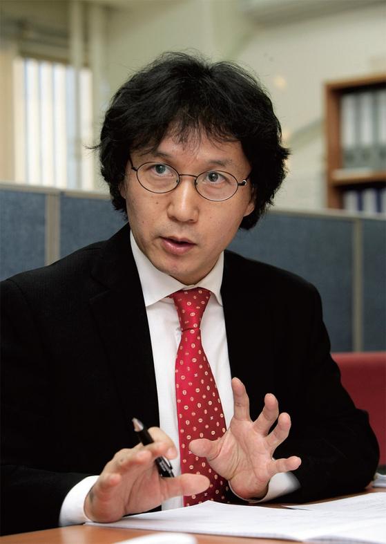 """신장섭 싱가포르국립대 경제학과 교수는 '좋은 지배구조가 좋은 경영성과를 내는 게 아니라 좋은 경영성과를 내야 좋은 지배구조""""라고 믿는다."""