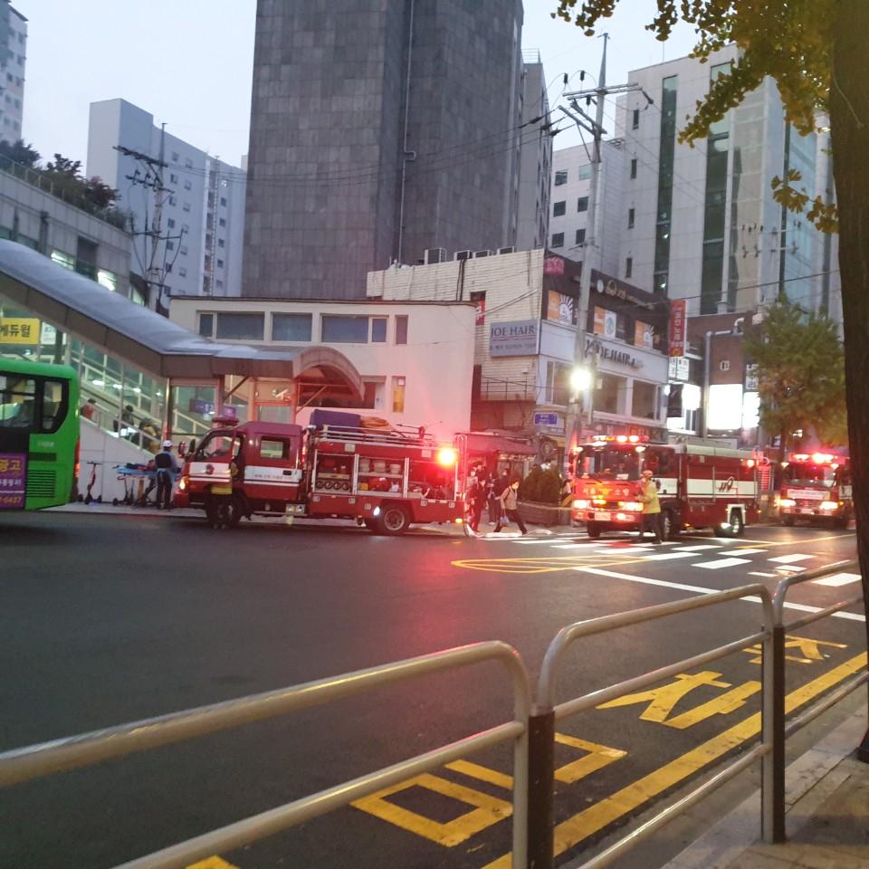 27일 오전 6시 33분께 서울 동대문구 회기역 내 에스컬레이터 공사 중 화재가 발생했다. 연합뉴스