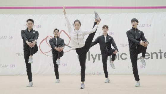 리듬체조 국가대표 서고은(가운데)과 올블랑TV가 제작한 타바타 챌린지 유연성 운동. 언택트 시대 효과적인 운동법을 소개한다. [사진 대한체육회]