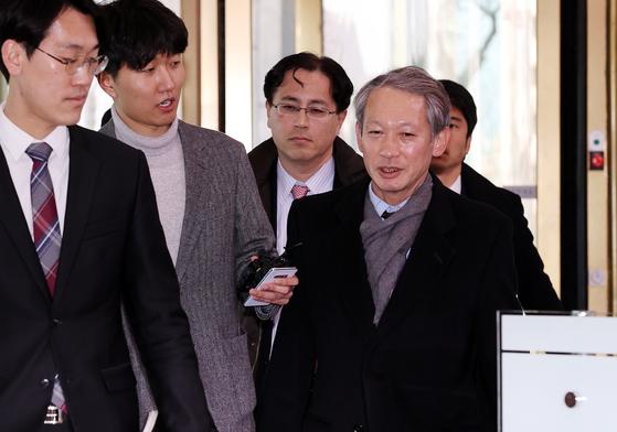 다키자키 시게키 일본 외무성 아시아대양주국장이 올해 2월 6일 한일 외교 국장급 회의에 참석하기 위해 서울 종로구 외교부청사에 들어서고 있다. [뉴스1]