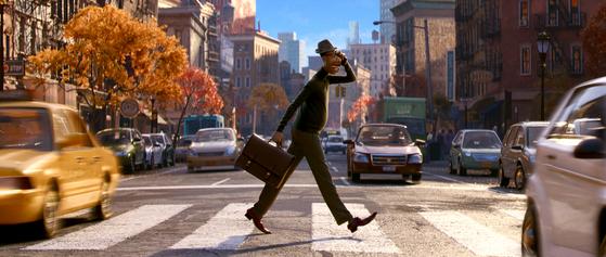 픽사 애니메이션 사상 첫 흑인 주인공인 '소울'의 음악교사 조(사진)는 배우 겸 가수 제이미 폭스가 목소리 연기했다. 조가 사는 뉴욕 흑인 사회의 일상도 담겼다. [사진 월트디즈니 컴퍼니 코리아]