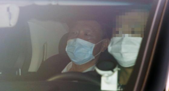 윤석열 검찰총장이 27일 오전 서울 서초구 대검찰청으로 출근하고 있다. 연합뉴스