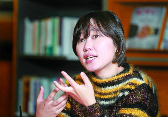 열렬한 '친노'인 김하니씨는 노무현 정신이 문재인 정부 인사들의 비리와 위선에 훼손되는 게 안타까워 차명계좌·허위 인턴 의혹을 폭로했다고 밝혔다. 김씨는 2년전부터 노무현 재단에서 일하다 지난 3월 퇴사했다. 김상선 기자