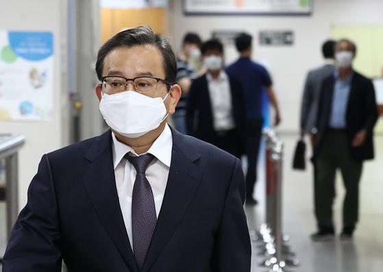 김학의 무죄 2심서 뒤집혔다···법원, 뇌물수수 인정 법정구속