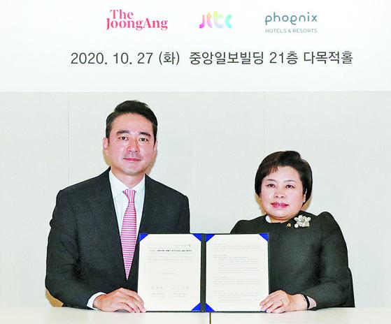 홍정도 중앙일보·JTBC 대표이사 사장(왼쪽)과 조종란 장애인고용공단 이사장이 장애인 표준사업장 설립 양해각서를 체결했다. 우상조 기자