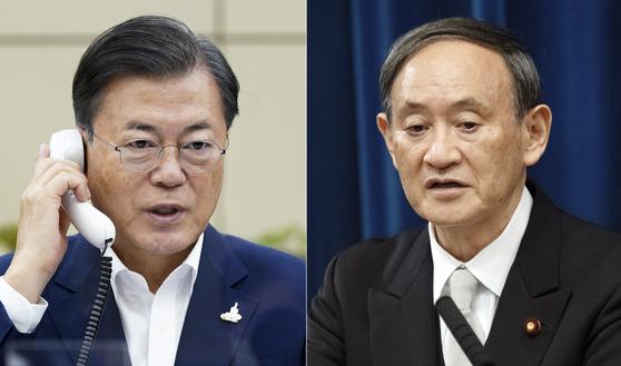 문재인 대통령이 지난달 24일 스가 요시히데(菅義偉) 일본 총리와 전화 회담을 하고 있다. [사진 청와대], EPA=연합뉴스