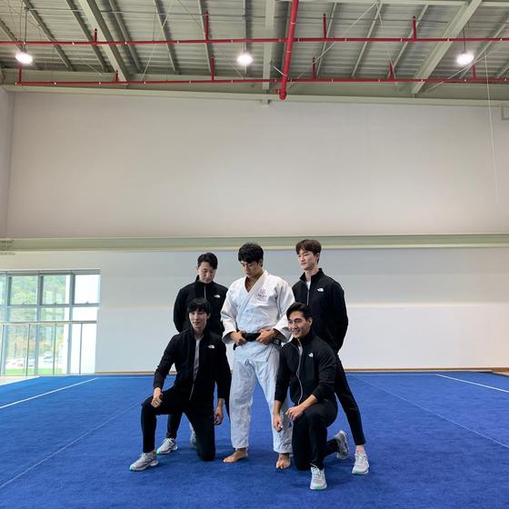 타바타 챌린지에 참여한 유도 대표 곽동한(가운데)과 올블랑TV 멤버들. [사진 대한체육회]