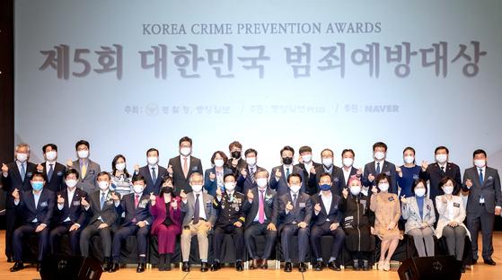제5회 대한민국 범죄예방대상이 28일 서울 중구 호암아트홀에서 열렸다. 시상식을 마치고 수상자들이 기념사진을 찍고 있다. 전민규 기자