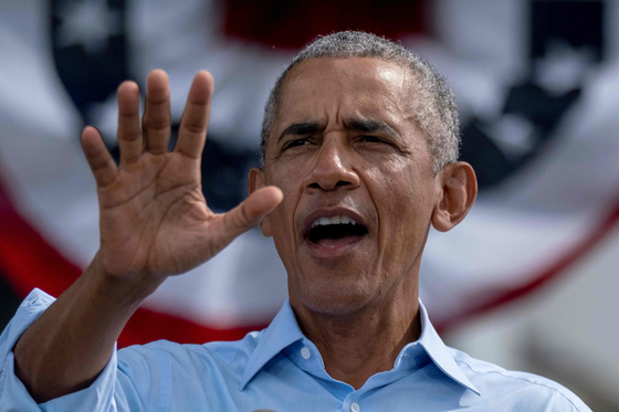 지난 27일(현지시간) 미국 민주당 조 바이든 후보 지원유세에 나선 버락 오바마 전 미국 대통령. AFP=연합뉴스