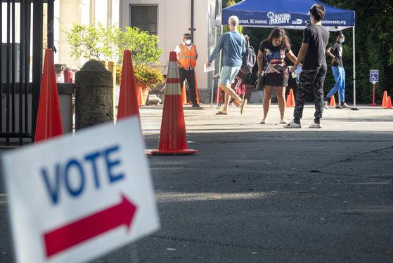 지난 27일 미국 플로리다주 마이애미의 한 조기 투표소 모습. [EPA=연합뉴스]