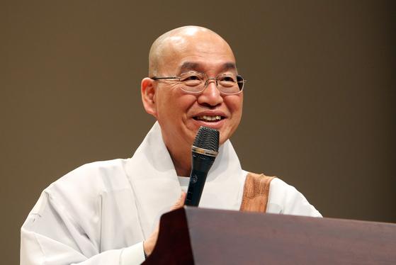 법륜 스님이 강원용 목사에 이어 국내에서는 두 번째로 니와노 평화상을 수상했다. [중앙포토]