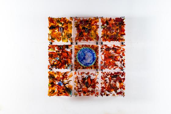 유리 작가 김정석의 '색-공' 개인전. 色-空 glasswall 2020-1, 50x50x4cm(each) 9pc, glass, 2020