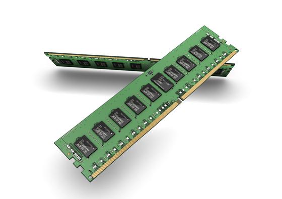 삼성전자가 생산하고 있는 10나노급 DDR4 D램 모듈. [사진 삼성전자]