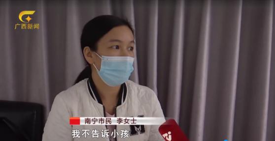 엄마 리 모(사진)는 아들이 새벽 3시에 엄마 얼굴을 스캔하는 안면인식 결제를 하는 바람에 사기꾼에게 8만 위안 상당의 돈을 뜯겼다. [광시 신문 캡처]