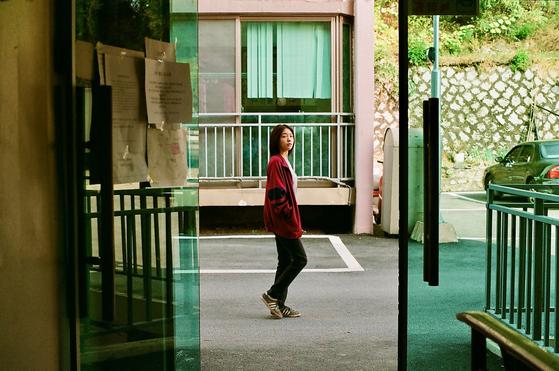 영화 '최선의 삶'에서 '강이' 역을 맡은 방민아 배우. 영화 속 강이는 어느 날 친구들과 가출을 감행한다.
