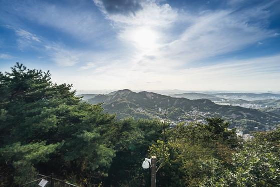 북악산에서 내려다본 풍경. 청와대 대통령경호처 제공=뉴스1