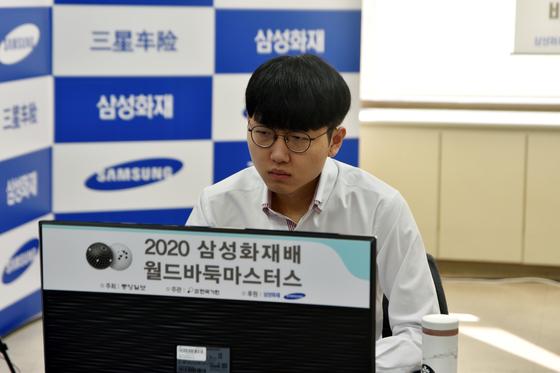 한국의 신진서 9단이 삼성화재배 결승에 진출했다. 30일 열린 4강전에서 신진서 9단은 중국의 셰얼하오 9단을 상대로 불계승했다. 결승 상대는 중국 최강자 커제 9단이다. [사진 한국기원]