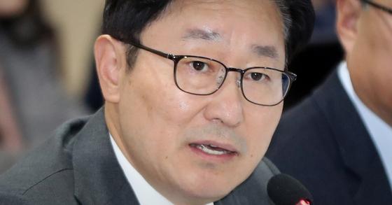 박범계 민주당 의원은 '문재인 당헌' 개정을 위한 전당원투표를 마친 뒤 인증샷을 트위터에 올렸다. 뉴스1