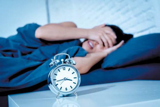 이상암 · 김효재 서울 아산병원 신경과 교수 연구팀은 꿈을 꾸는 상태에서 이상 행동을 하는 렘수면 행동 장애 환자의 경우 일반인보다 우울증, 감정표현 불능증 유병률이 각 1.5배, 1.6배 높다고 밝혔다. 제공 셔터스톡]