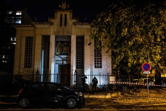 지난달 31일(현지시간) 신부를 상대로 총격 사건이 발생한 프랑스 리옹의 그리스정교회 건물. [AFP=연합뉴스]
