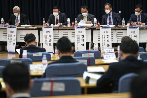 3일 오후 서울 여의도 국회 의원회관에서 공정경제 입법현안 공개토론회가 열리고 있다. 오종택 기자