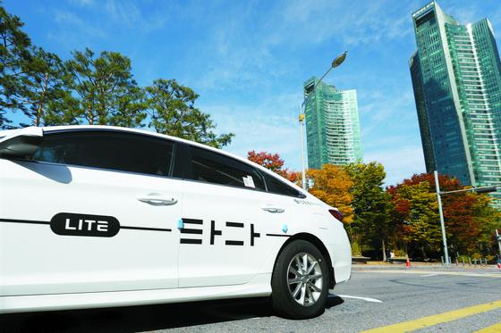 3일 모빌리티혁신위원회의 권고안이 나왔지만 스타트업 업계는 실망스럽다고 평가했다. '타다' 운행사 VCNC의 가맹 택시 사업인 '타다 라이트'. [뉴스1]