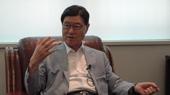 김중권 전 공군본부 검찰부장이 8월 24일 중앙일보와 인터뷰하고 있다. 여운하 기자