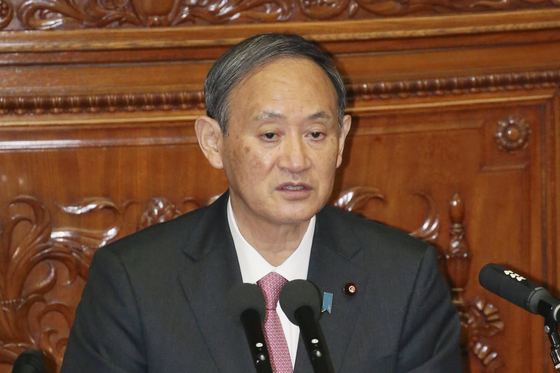 스가 요시히데 일본 총리가 지난 10월 중의원(하원)에서 열린 대정부 질의 세션에서 답변하고 있다. [연합뉴스]