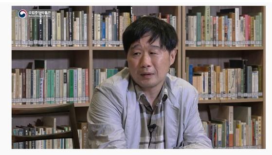 국립중앙박물관 유튜브 채널에서 지난 9월 '저자와의 대화'를 진행한 서민 단국대 교수. [동영상 캡처]