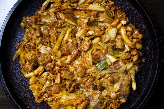 닭갈비 요리. 중앙포토