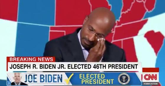 버락 오바마 전 대통령의 특별 고문을 지낸 밴 존스가 CNN에 출연해 조 바이든의 승리를 기뻐하며 눈물을 흘리는 동영상이 화제가 됐다. [트위터]