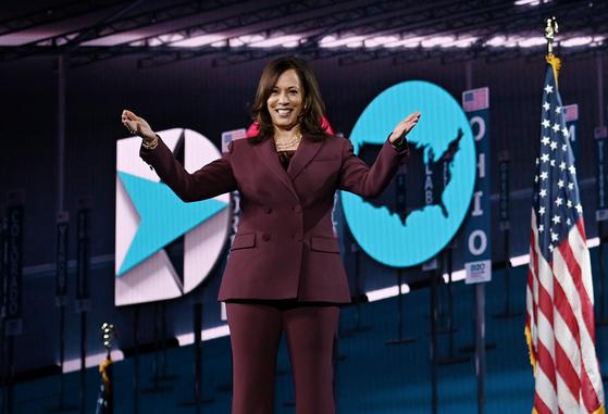 지난 8월 19일 미국 델라웨어주 웰밍턴 체이스센터에서 열린 민주당 전당대회에서 부통령 후보로 지명된 카멀라 해리스 상원의원. [AFP=연합뉴스]