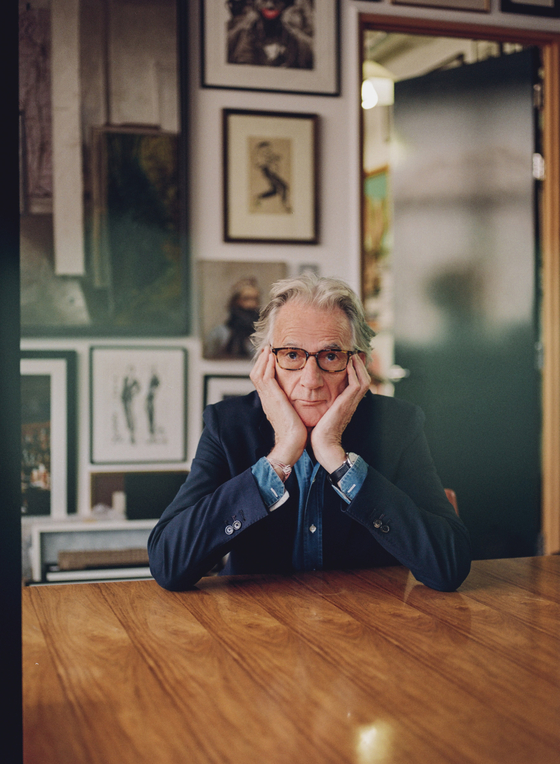영국이 자랑하는 패션 디자이너 폴 스미스. 70대의 노장이지만 실제로 만나보면 장난꾸러기 소년처럼 유쾌하고 친절하다.