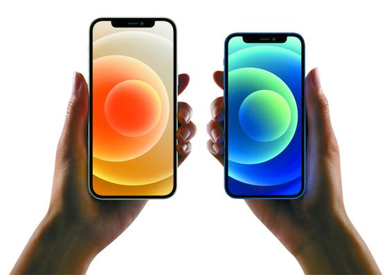 아이폰12(왼쪽)와 아이폰12미니. 애플코리아 제공=뉴스1