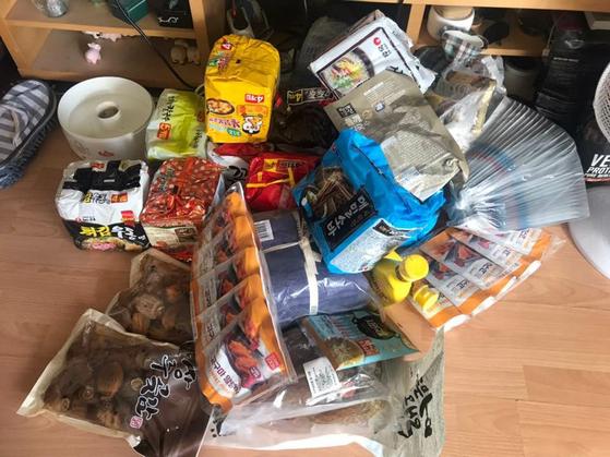 문준호씨가 봉쇄령에 대비해 한인마트에서 일주일치 먹거리로 산 음식. 문씨 제공