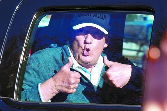 트럼프 연이틀 골프
