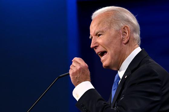 """조 바이든 미국 46대 대통령 당선인은 지난달 22일 마지막 대선 토론에서 """"김정은 북한 국무위원장이 자신의 핵 능력을 감축하겠다고 동의하는 조건에서만 만날 것""""이라며 """"한반도는 비핵지대(Nuclear free zone)가 돼야 한다""""고 말했다. [AFP=연합뉴스]"""