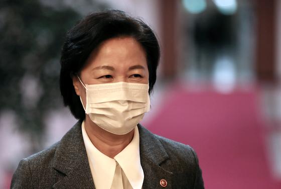 추미애 법무부 장관이 10일 오전 서울 종로구 세종로 정부서울청사에서 열린 국무회의에 참석하고 있다. 뉴스1