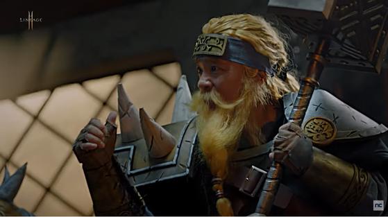 리니지2M 1주년 기념 광고에 출연한 김택진 엔씨소프트 대표. [사진 유튜브 캡처]