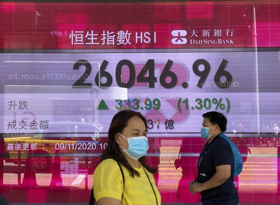 중화권 증시가 급등한 지난 9일(현지시간) 홍콩증권거래소. [AP=연합뉴스]